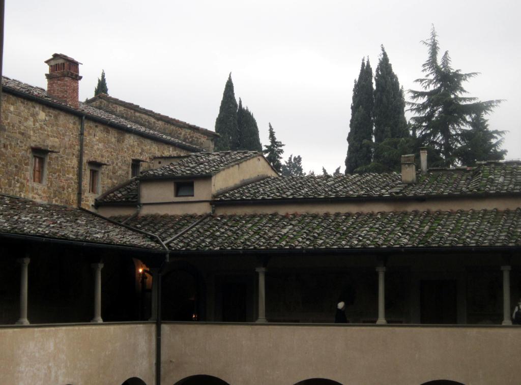 26.12 pioggia nel chiostro abbazia di San Miniato