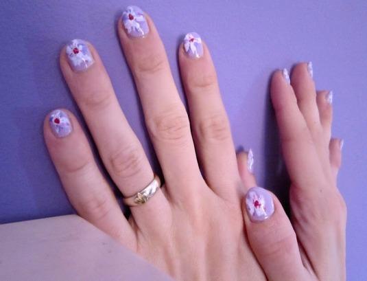 29 dicembre 2012 nail art viola chiaro con fiori