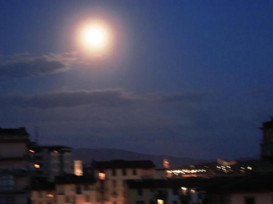 24.5 Luna su Firenze mossa