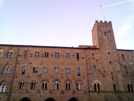 Volterra giugno 2011 palazzo