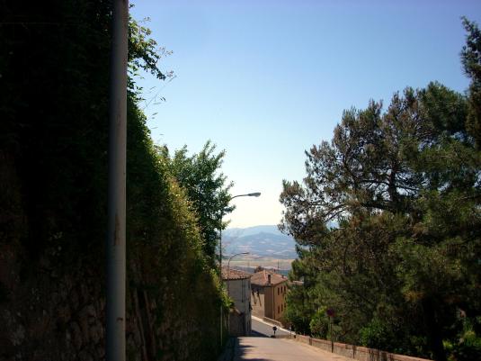 Volterra giugno 2011  rampa del pino