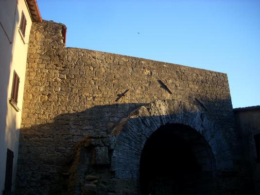 Volterra giugno 2011  vicino arco