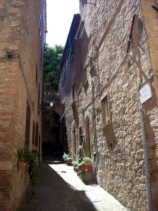 Volterra giugno 2011  vicolo