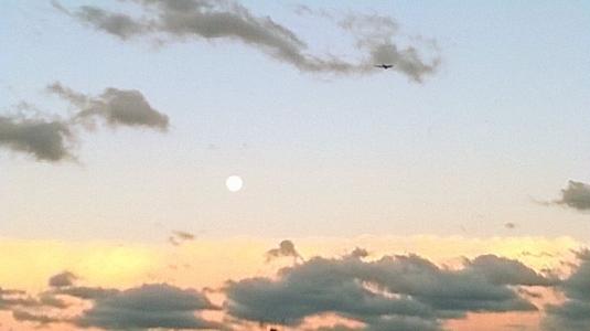 13 Luna e nuvole