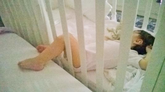 14 Viola dorme a piedi nudi