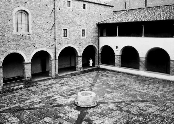 bw in chiostro