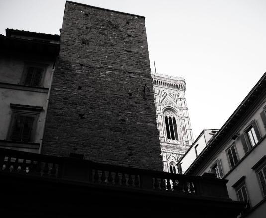bw scorcio con campanile di Giotto