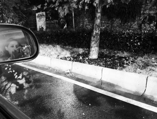 nello specchietto dell'auto