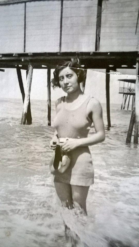 nonna Gabriella giovane al mare