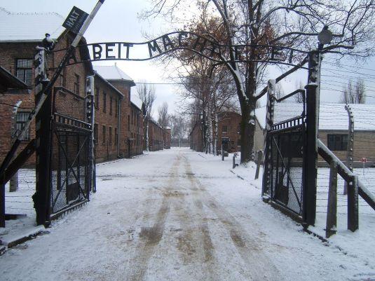 Auschwitz ingresso neve