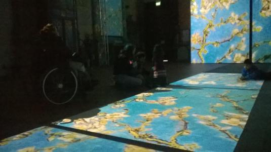 Anna e Viola dentro Van Gogh 3