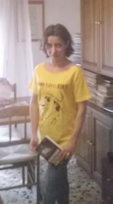9 con la maglietta nuova e il libro di Matteo Calì