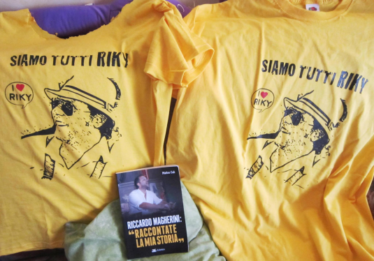 magliette gialle per il processo