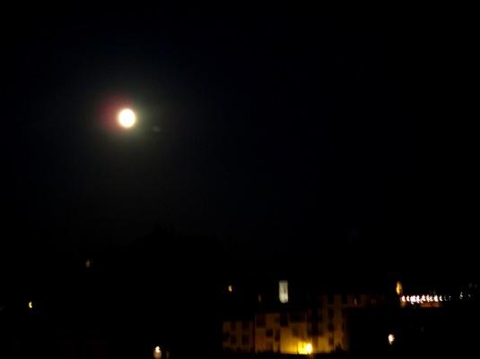 31.7.2015 Luna su Firenze
