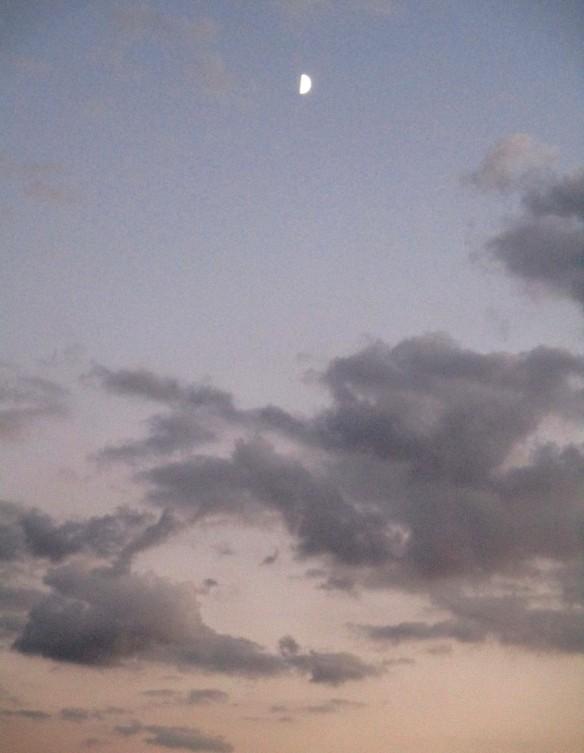 21 settembre 2015 Luna e nuvole al tramonto