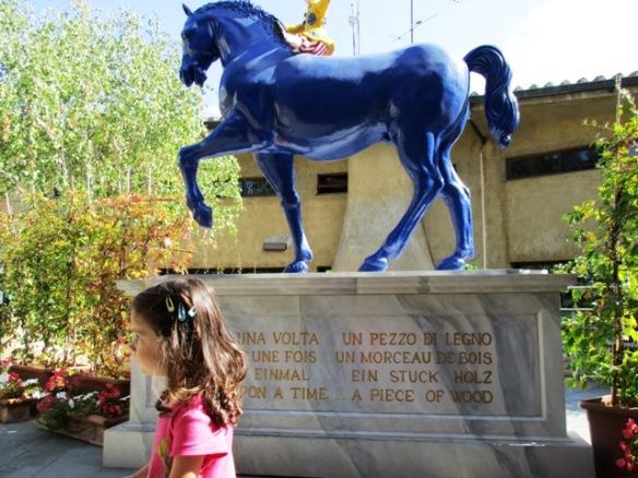22.9.2015 Viola a Collodi cavallo blu1