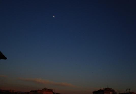 18.4.2013 Luna nuvole al tramonto e rondini