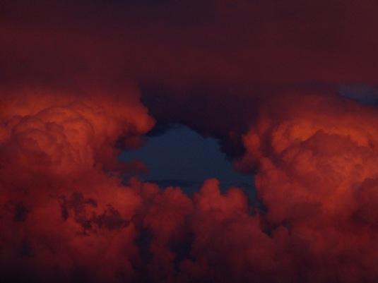 5 agosto 2016 tra le nuvole tramonto rosso