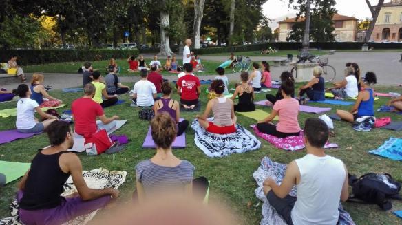 26-agosto-2016-yoga-alle-cascine2