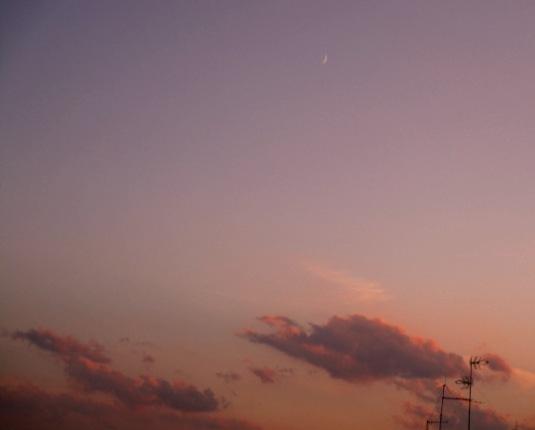 5-settembre-2016-nuvole-al-tramonto-e-spicchio-di-luna2