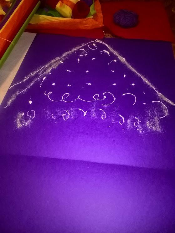 30-11-2016-colla-e-brillantini-su-cartoncino-viola