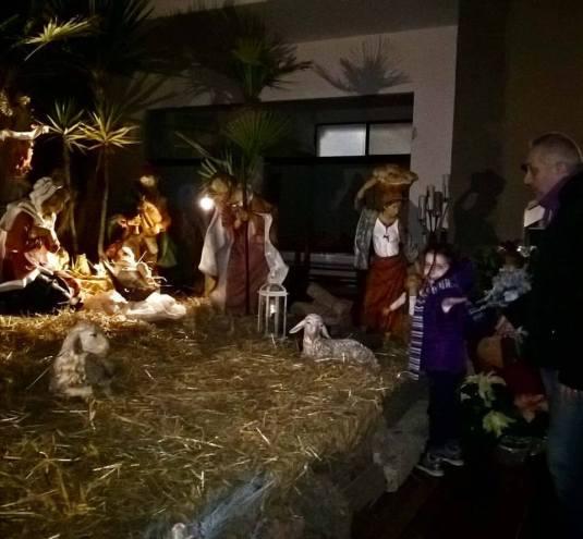 28-12-2016-viola-porta-babbo-sandro-a-vedere-il-bambino