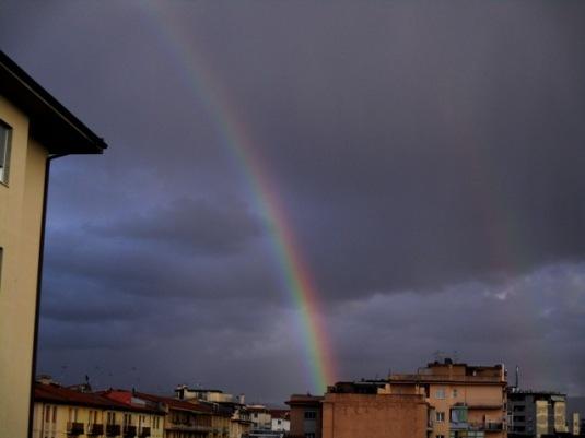 5-marzo-2017-doppio-arcobaleno-e-cielo-scuro