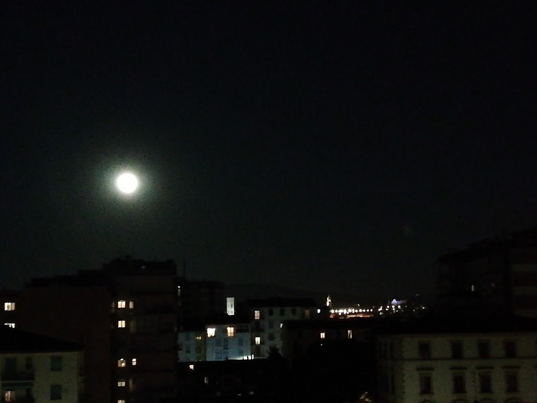 7 maggio 2020 Luna su Firenze
