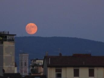 4 luglio 2020 Luna rosa su Firenze1